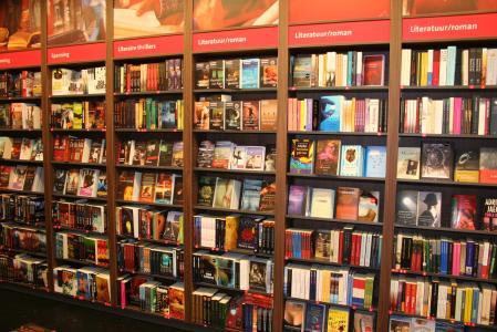 Naast de winkel biedt Bruna meer dan 250.000 boeken aan via haar (mobiele)website