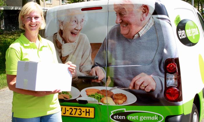 eten-met-gemak-franchise-ondernemer-aan-het-bezorgen