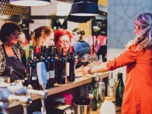drankje aan de bar paintbar