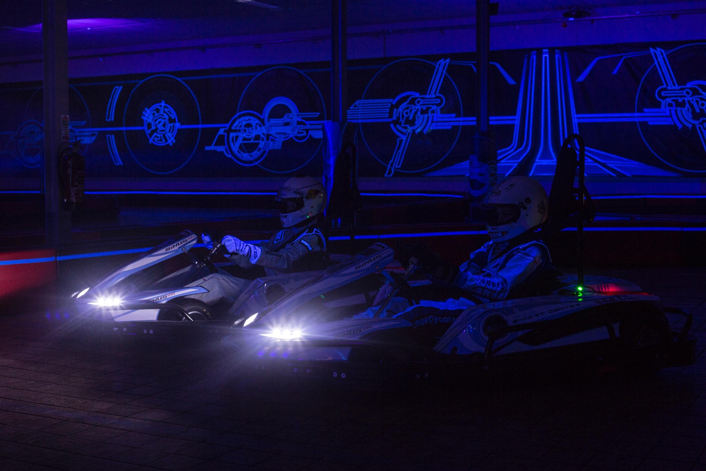 Laserspace Race karten in glow sfeer